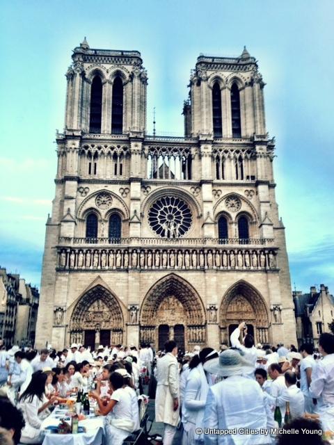 Diner-en-Blanc_Paris_2012_Notre-Dame